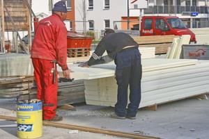 Rechts unten: Die Großformatplatten lassen sich direkt auf der Baustelle zuschneiden