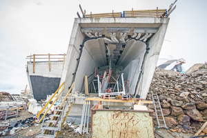 """Während der Bauarbeiten hier gut zu erkennen: Die über eine Metallunterkonstruktion an den Betonrohbauwänden befestigte Innenschale<span class=""""bildnachweis"""">Fotos: MMM Corones / Harald Wisthaler</span>"""