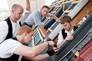 Velux bietet für Mitarbeiter und Mitarbeiterinnen von Dachhandwerksbetrieben zahlreiche Aus- und Weiterbildungsmöglichkeiten an<br />Foto: Velux Deutschland