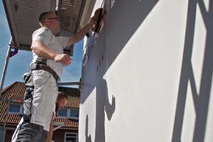 Tapezieren an der Fassade