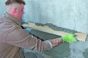 Abrappen und Glätten der Reparaturfläche