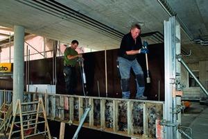 """<div class=""""99 Bildunterschrift_negativ"""">Die NOEalu L Handschalung für Beton wurde hier eingesetzt, um Stampflehmwände mit glatten Oberflächen zu erreichen </div>"""