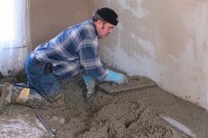 Die Leichtausgleichmasse weber.floor 4520 besteht aus einem Zement-Styroporgemisch, das sich sehr leicht verarbeiten lässt und zusätzlich die Trittschall- und Wärmedämmung verbessert