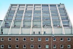 Die sanierungsbedürftigen Schrägwände des um 1960 nach Plänen des Architekten Wilhelm Riphahn in Köln erbauten Opernhauses<br />Foto: Rakoczy SBK