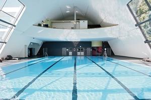 In öffentlichen Schwimmbädern werden auch an Decken Brandschutz- anforderungen gestellt