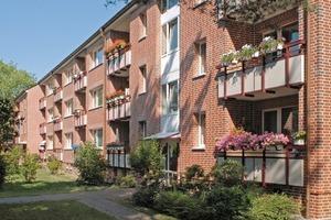 Die neu gestaltete Fassade der Wohnanlage in Hamburg-Stellingen zur Gartenseite<br />