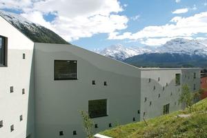 Sonderpreis für CO<sub>2</sub>-optimiertes Bauen: Personalhaus Areal Koch in Samedan (CH) von Mierta &amp; Kurt Lazzarini Architekten aus Samedan (CH)<br /><br />