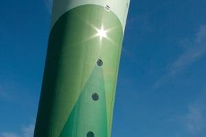 Ein typisch französischer Wasserturm aus Stahlbeton wurde von deutschen Handwerkern mit Produkten aus Deutschland saniert. DasFarb- Design entwickelten französische Studenten<br />