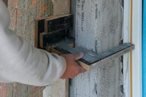 Die Profilierung der Fenstergewände zogen die Handwerker mit entsprechend zugeschnitten Lehren<br />