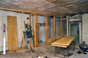 Aufbau einer Leichtbauwand mit einer Holzunterkonstruktion