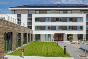 """Die Erweiterung der Privatklinik sysTelios in Wald-Michelbach ist ein in der Gebäudehülle nach dem Passivhausstandard errichtetes """"Green Building""""<span class=""""bildnachweis"""">Foto: Martin Duckek/Caparol</span>"""