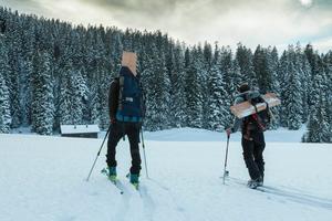 Ausrüstung, Klamotten, Proviant und Maschinen schleppten Manuel und Stefan meist im Rucksack selbst hinauf auf die Berghütte