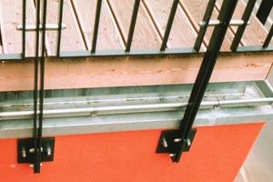 Balkonbrüstungen müssen mindestens 90 cm hoch sein, die Gitterstäbe dürfen maximal 12 cm Abstand zueinander haben<br /><br />