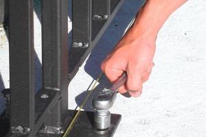 Kleine Randabstände, geringe Einschraubdrehmomente, keine Drehmomentkontrolle, spreizdruckfreie Verbindung sowie die Zulassung für gerissenen und ungerissenen Beton sind die wichtigsten technischen Merkmale von Schraubankern<br />