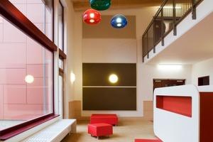 Innen erwartet die Kinder eine farbenfrohe Gestaltung<br />