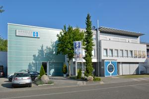Das Büro- und Fertigungsgebäude der Firma Hänssler Hydraulik GmbH in Mannheim-Friedrichsfeld