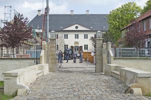 Zu dem im 17. Jahrhundert erbauten Schloss Benkhausen gehören zahlreiche Wirtschaftsbauten, die die zukünftig als Hotel, Museum, Museumswerkstatt und für Schulungszwecke genutzt werden sollen