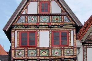 Das Torhaus in Lemgo mit den prächtigen Fachwerkschnitzereien nach Abschluss der umfangreichen Restaurierungsarbeiten<br />
