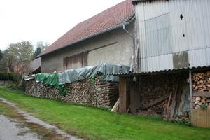 Das Scheunengebäude wurde 1951 errichtete und ursprünglich als Kuhstall und Heuboden genutzt