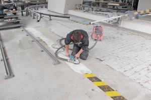 Im ersten Arbeitsschritt haben die Handwerker der Lunger Isol GmbH Kardaun den Untergrund angeschliffen