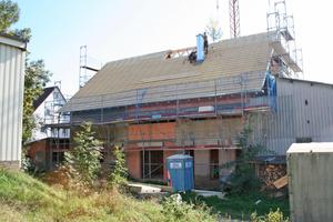 """Auf beiden Seiten des Firstes wurden 10 elektrisch betriebene Velux """"Integra"""" Dachfenster eingebautFoto: Heidi Burkhardt-Nöltner"""