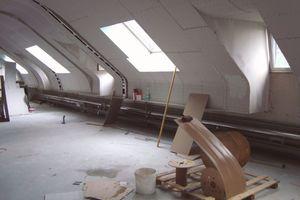 Beplankt wurden die Wände des Dachgeschossbüros mit zwei Lagen Gipskartonplatten ⇥Foto: Unkrauss / Saint-Gobain Rigips