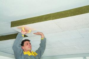 Für die Kellerdecke bietet sich eine vollflächige Dämmung mit Mineralwolleplatten an. Sie bieten nicht nur eine ausgezeichnete Wärmedämmung sondern auch einen guten Brand- und Schallschutz<br />Foto: Isover