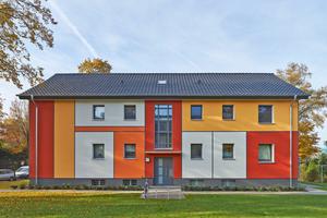 Leuchtend bunte und nicht bunte Farben kombiniert: Inspiriert von Piet Mondrian unterteilte die Farbdesignerin die Fassade in unterschiedlich große Rechtecke Fotos: Brillux