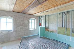 Montagewände vor den historischen tragenden Wänden schafften Platz für die InstallationenFoto: Knauf / Alexander Laljak