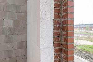 Mineralische Inndendämmung im Detail an einer Türöffnung<br />