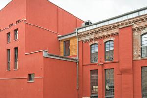 Die denkmalgeschützten Industriefassaden erhielten zum Teil neue Oberflächen …