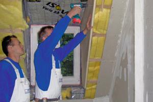 Bei der Vakuumdämmung von Variotec werden die VIPs zur Befestigung durch einen Rahmen aus Resolhartschaum geschraubt<br />Foto: Variotec<br />