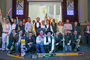 """Alle Medaillengewinner auf der finalen Abschlussfeier in der Krefelder Kaya Plaza<span class=""""bildnachweis"""">Fotos (2): Thomas Schwarzmann</span>"""