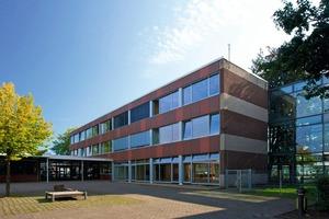"""<div class=""""99 Bildunterschrift_negativ"""">Dank neuer Fenster und Türen spart die Stadt Vreden bei der Walbert-Schule nach der Sanierung pro Jahr etwa 17400 Liter Heizöl</div>"""