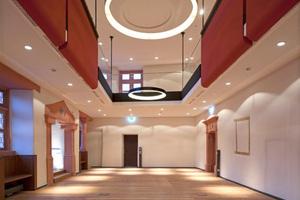 Rittersaal mit der an Zugstangen abgehängten statisch wirksamen Galerie<br />