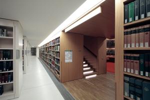 Treppe und Regale im neuen Lesesaal