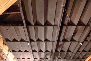 Untersicht der Decke mit geschlossenen Flügeln<br />