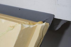 Die Sonderkonstruktion aus Metall wird mit einer Polyurethan-Hartschaumdämmung isoliert. Die Sonderkonstruktion wurde NICHT von einem großen Fensterbauer entwickelt, sondern von den Architekten und von der mittelständischen Obst GmbH aus Herzebrock-Clarholz umgesetzt
