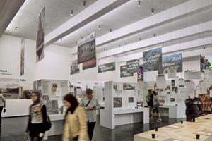 Im modernisierten Dokumentationszentrum genießen Besucher dank Holzwolle-Akustikplatten in aller Ruhe die Ausstellung zur Historie der Berliner Mauer