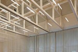 Herzstück des Neubaus ist der Saal im Obergeschoss mit einem bis zum First offenen, 18 m hohen Holzdachstuhl Fotos: Stefan Müller-Naumann
