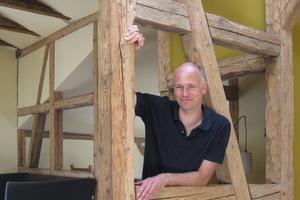 Thomas Wieckhorst, Chef- redakteur der bauhandwerk, in einem Fachwerkhaus in Klütz Kontakt: 05241/801040, thomas.wieckhorst@bauverlag.de