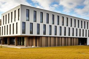 """Das neu errichtete Institutsgebäude für Kunst und Musik der Universität Augsburg<span class=""""bildnachweis"""">Foto: Rigips</span>"""
