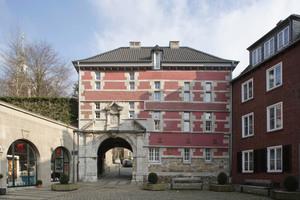 Die historische Hauptfassade des Abteitors von Westen, vom Marktplatz aus gesehen<br />Fotos: Robert Mehl