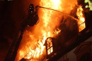 Ursache für den vernichtenden Brand in der Anna Amalia Bibliothek war vermutlich ein Schmorbrand in einem überlasteten Kabel währen der Instandsetzungsarbeiten