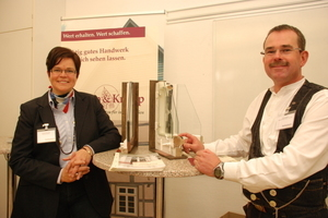 Die Architektin Andreas Kramp (links im Bild) und der Tischlermeister und Restaurator im Tischlerhandwerk Gudio Kramp (rechts im Bild) diskutierten über das Thema der energetischen Sanierung von Baudenkmalen<br />