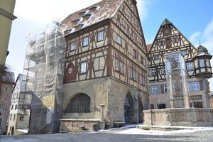 Wird zurzeit saniert: der Südgiebel des Fleischhauses in Rothenburg ob der Tauber<br />Foto: Rothenburg Tourismus Service