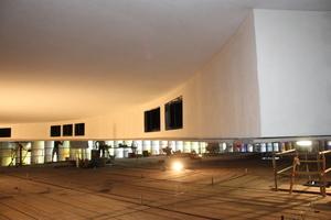 Die Montage der rund 600 m<sup>2</sup> Deckenfläche erfolgte in der der St. Michaelkirche vom Grüst aus