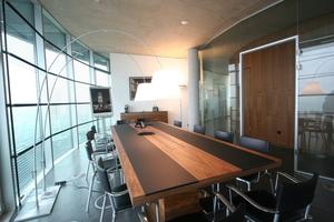 Großer geschlossener Besprechungsraum im 21 Stock