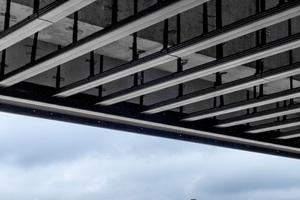 Mit dem CityCube entsteht für die Berliner Messe ein neues Messe-, Event- und Kongresszentrum. Herausforderung beim Bau war für die Handwerker die abgehängte Decke unter den weit auskragenden ObergeschossenFotos: Protektorwerk