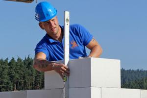 Bei der Ausführung der Gebäudeecken ist größte Sorgfalt wichtigFotos: Thomas Schwarzmann